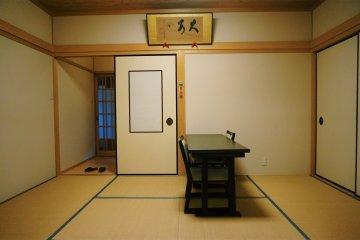 Гостевая комната для ночлега внутри храма