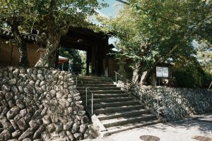 The entrance to Jisonin Temple
