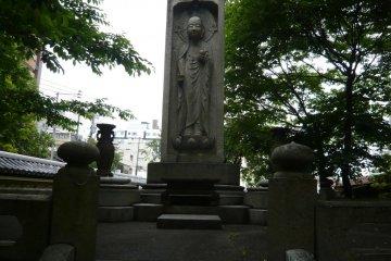 Eisai as Buddha on the lotus