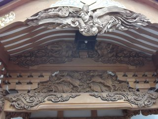 The carvings on the main hall are intrictately detailed