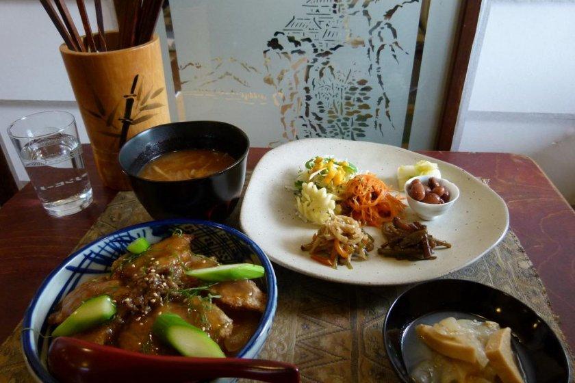 Gen 1,500 yen lunch set (also includes dessert)