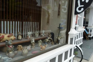 great pottery and ceramic shop, friendly potter who speaks a bit of English, trained in HAGI