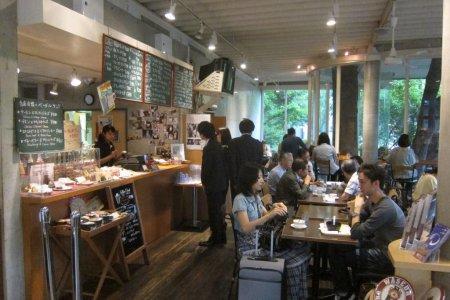 Cửa hiệu và Cafe Co Op ở Đại học Waseda