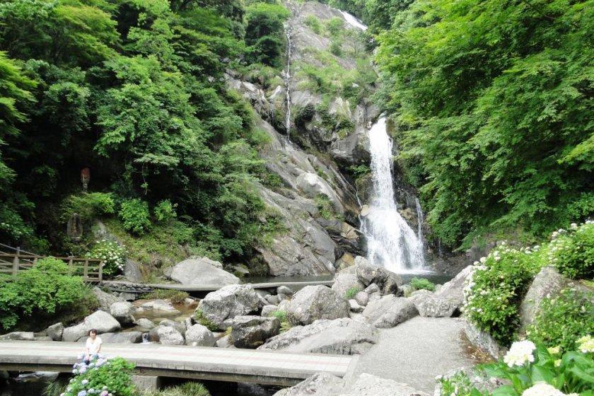Air Terjun Mikaeri di Saga