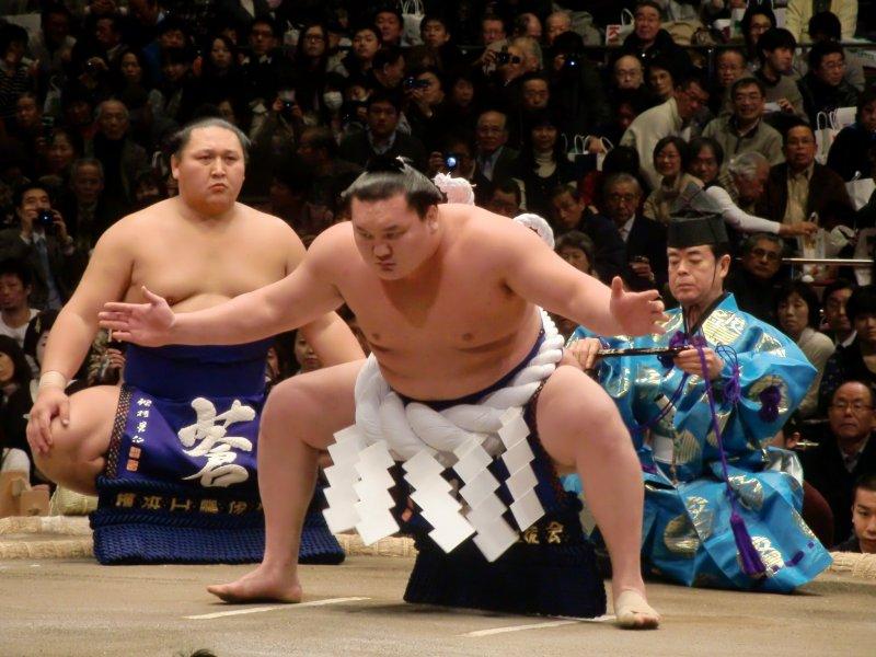 Hakuho performing a yokozuna-only ceremonial dance
