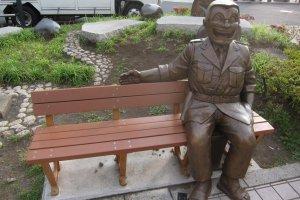 Ryo-san : 'Come sit with me'