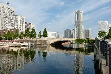 โรงแรม Navios Yokohama ตั้งอยู่ริมน้ำ