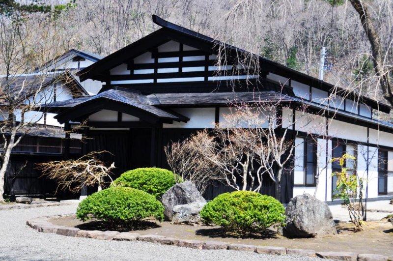 <p>Фасад одного из самурайских домов</p>