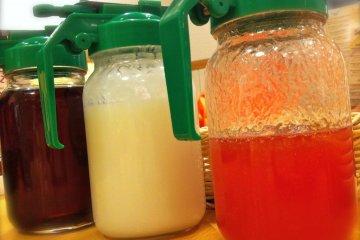 모험심을 갖고 구아바, 코코넛 또는 꿀 시럽을 사용해 보십시오