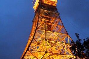 雨夜中的东京铁塔