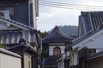 View of Shonenji Temple through a small alley