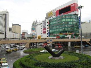 Площадь перед станцией Сендай