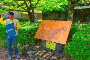 Tour guide explains the mine operation