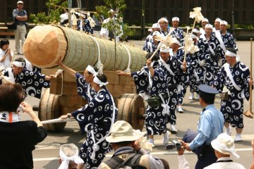 Okihiki, transporting a tree for the Ise Grand Shrine
