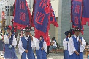 Défilé des représentants coréens au festival du port de Mayahara