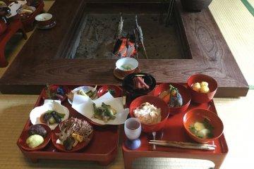 Fresh farm cuisine in Wajima lacquerware by the sunken fireplace