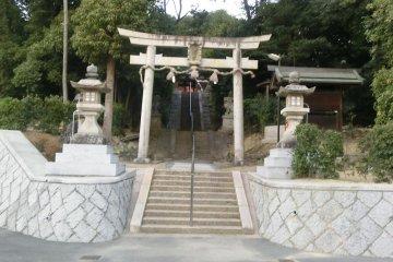 Место захоронения императора Дзимму в районе станции Хэйдзё