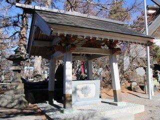A purification trough at Fujisankomitake Shrine, located at stage 5, (2305m)