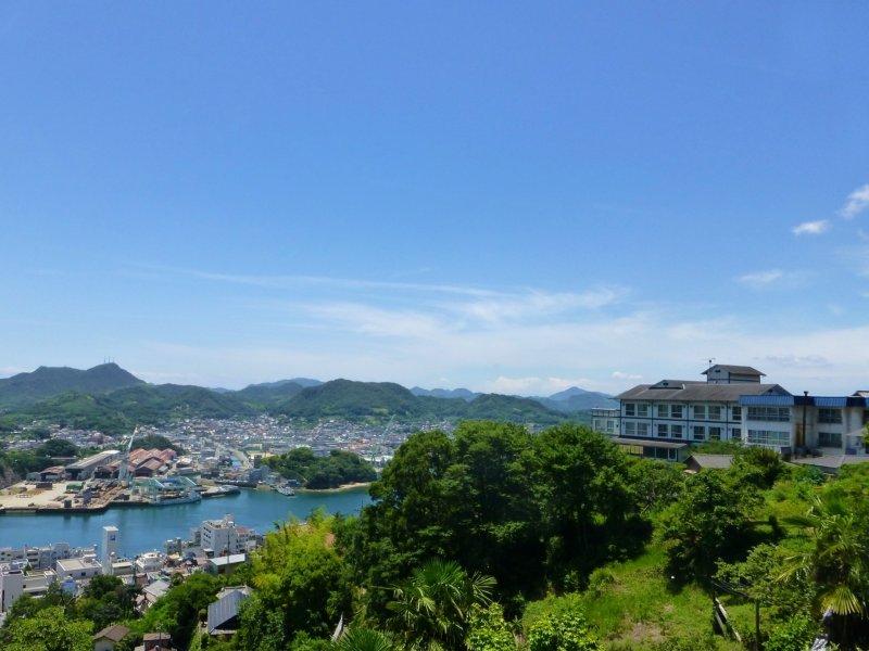 Senkoji Sanso perched over Onomichi
