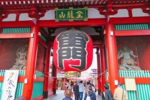 Sensoji Temple Kaminarimon(Thunder) Gate Lantern