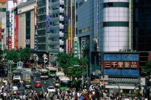平日里的繁华街也是人头攒动,好不热闹