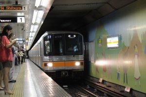 Ginza platform: train to Shibuya