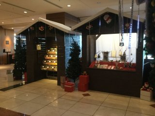 Hilton wishes to bring the traditional German Christmas Market right in its lobby. Each small booth has Christmas items that you can purchase.