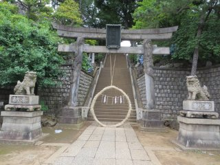 Entrance to Shinagawa Shrine