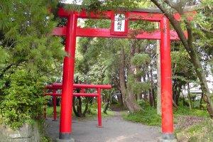 Gosho Inari Shrine's main gateway