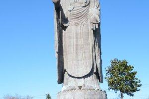 Размер статуи впечатляет!