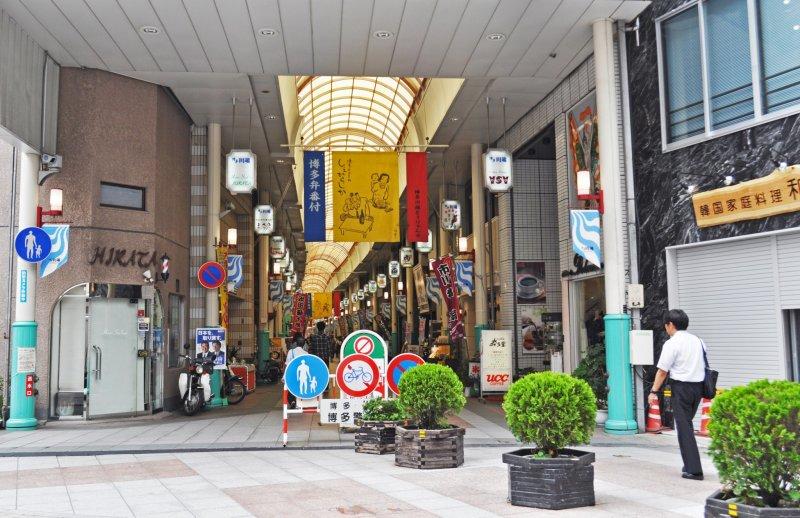 The shotengai is 400 metres long.