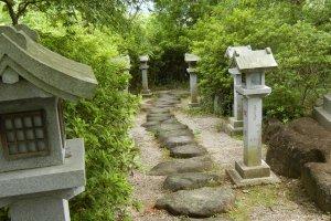 The path to the Dragon-god shrine