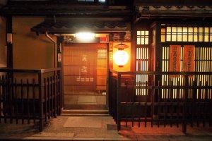 ทางเข้าร้านอาหารแบบญี่ปุ่นแท้
