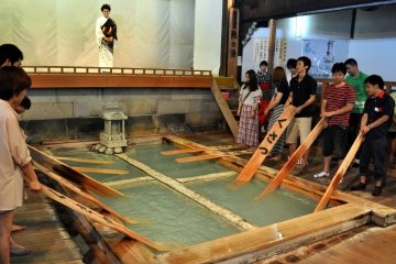 """Be sure to visit Netsu no Yu and participate in the yumomi (""""hot water rubbing"""") demonstration"""