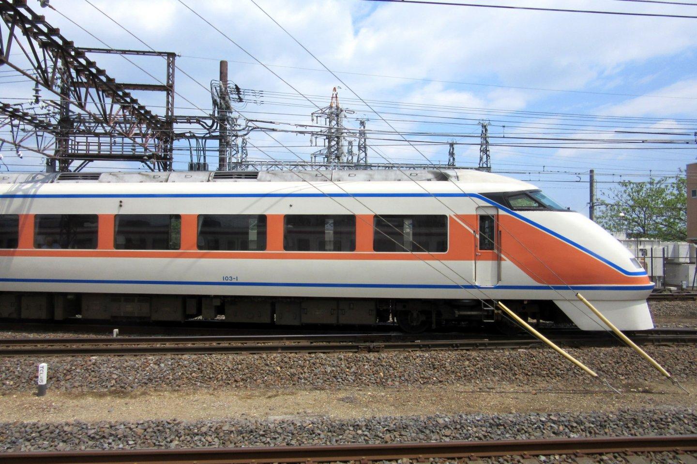 Поезд TOBU, идущий от Асакусы