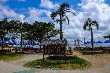 <p>Пляж Сансет, Чатан, Окинава</p>