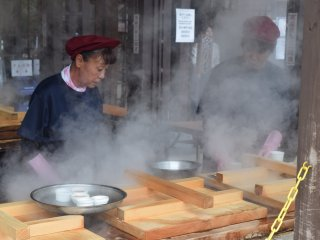 Steaming food is common here