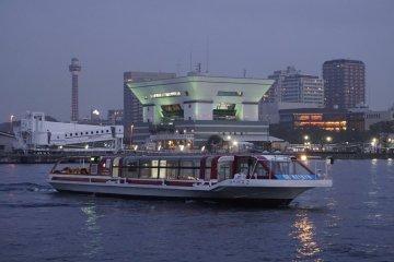 Mengarungi Pelabuhan Yokohama