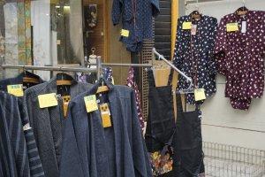 Ada banyak sekali yang bisa Anda temukan di pusat belanja Osu, seperti kimono harga miring ini!