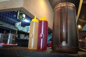 น้ำมันงา และน้ำส้มสายชู