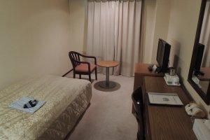 Single room: quite spacious to move around
