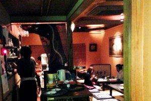 Nhà hàng Mimasuya tại Pontocho cạnh Kamogawa