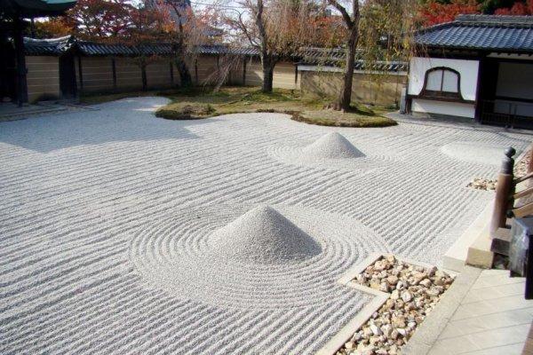 典型的枯山水石沙阵