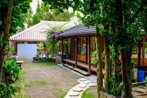 Rumah-rumah Okinawa cantik yang tersebar di seluruh desa