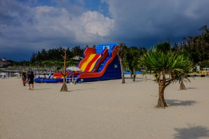 Kariyushi Beach also offers a kids inflatable slide