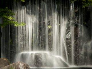 Cận cảnh thác nước