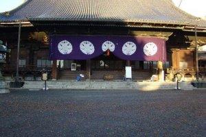 阳光下的东本愿寺