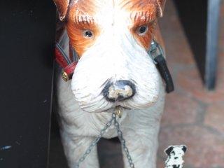 개는 스놉스 하트의 마스코트이다.