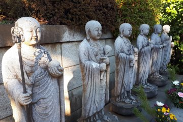 Detailed statues