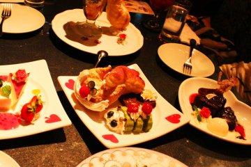 Десерты такие милые, девчачьи и в тематике Алисы в стране чудес. А еще они очень вкус